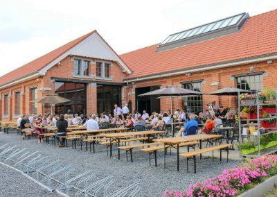 bezoekers-terras-grand-café-remise