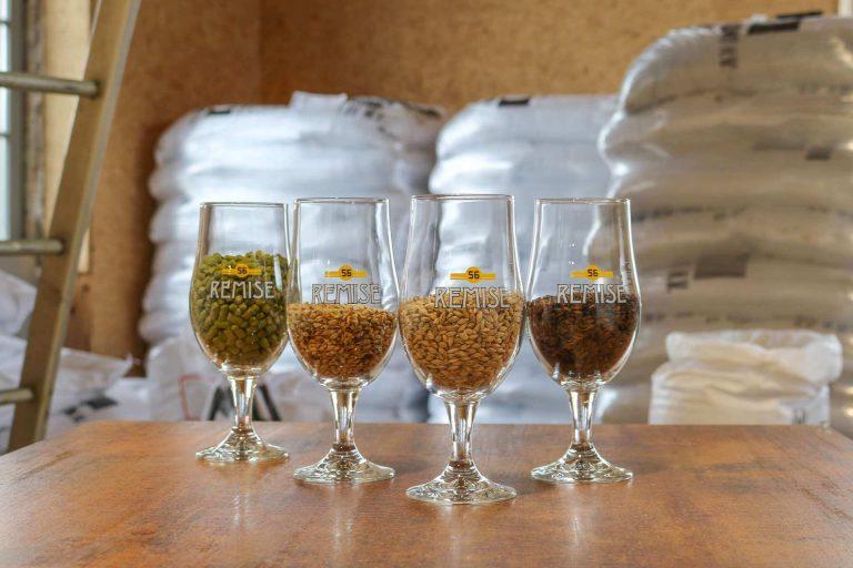 Hop en gerst soorten die gebruikt worden bij het brouwen van de Remise bieren