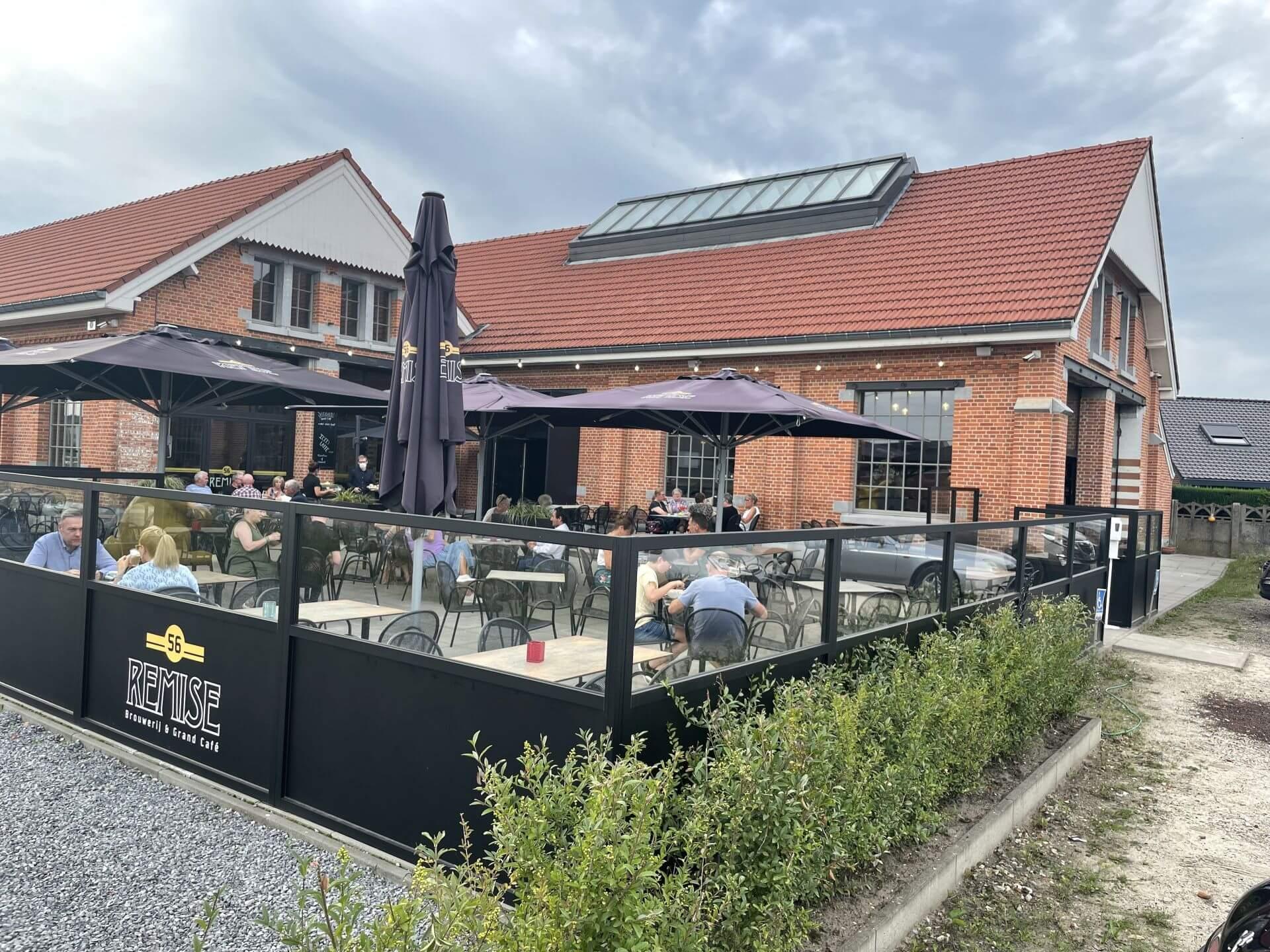 Straatzijde van Brouwerij en Grand Café Remise 56 in Koersel