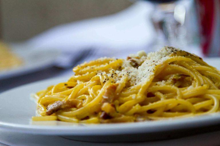 Pasta met champignons en Parmezaanse kaas kaas